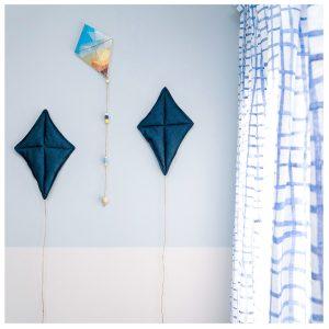 עפיפונים בצבע כחול כהה
