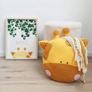 בובת ג'ירפה - עיצוב חדר ילדים בנושא טבע