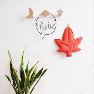 עיצוב קירות בחדר ילדים - עלה שלכת כתום