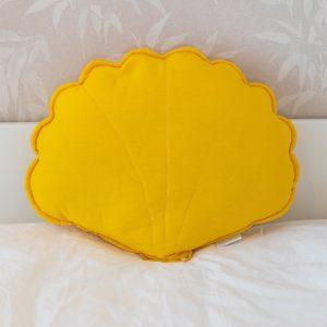 כריות לחדר ילדים – כרית צדפה צהובה