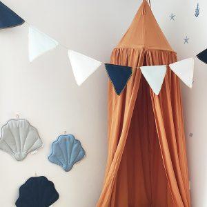 שרשרת דגלונים לחדר ילדים - דגם לויתן