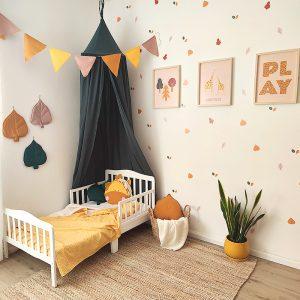 עלים לתלייה על קירות חדר הילדים